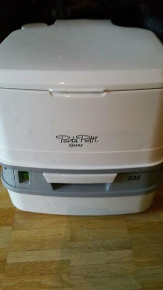 A vendre WC pliable et Porta Potti Qube 29214310