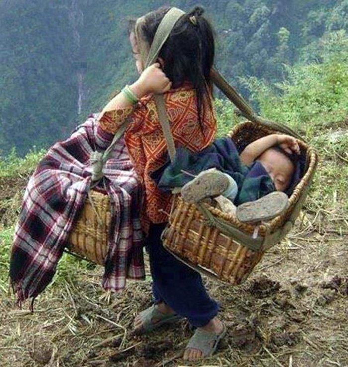 Những bức ảnh về tình yêu thương của anh em, chị em, trong cảnh nghèo, khiến người xem rơi lệ Bmlrlv10