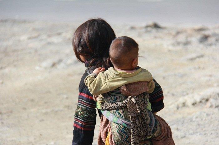 Những bức ảnh về tình yêu thương của anh em, chị em, trong cảnh nghèo, khiến người xem rơi lệ Povtvq10