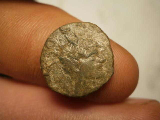 Antoniniano de imitación hispánica de Claudio II. CONSECRATIO. Altar P1120012