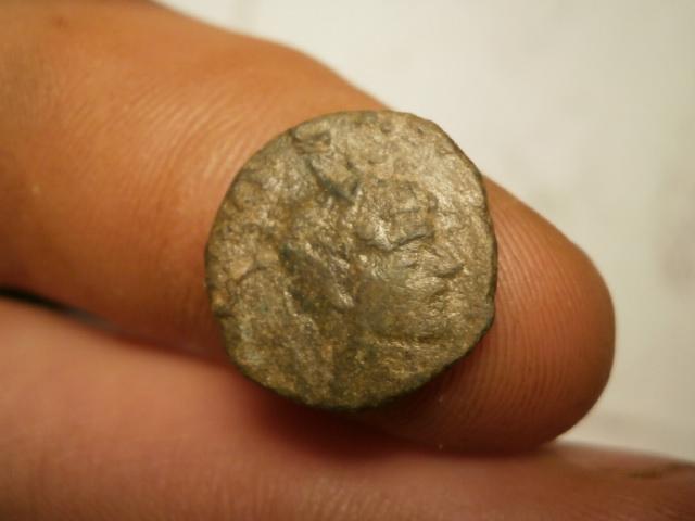 Antoniniano de imitación hispánica de Claudio II. CONSECRATIO. Altar P1120013