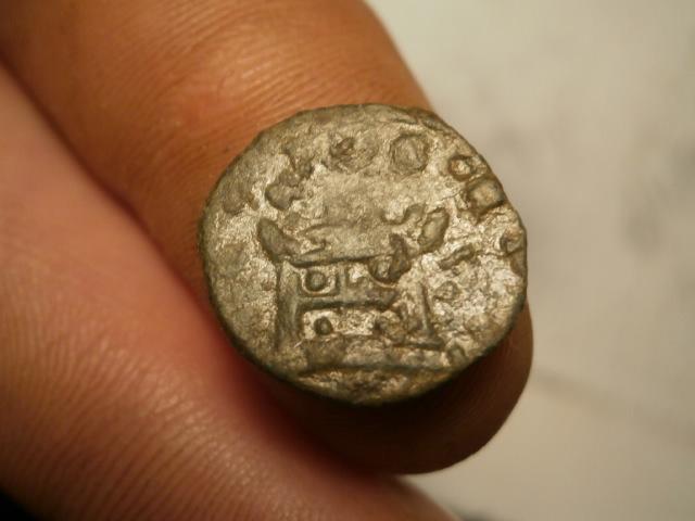 Antoniniano de imitación hispánica de Claudio II. CONSECRATIO. Altar P1120014