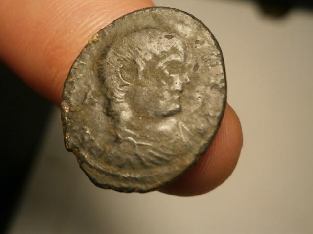 AE2 de Magnencio. GLORIA ROMANORVM. Trier Pa170012