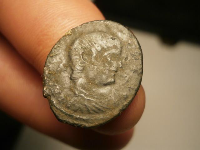 AE2 de Magnencio. GLORIA ROMANORVM. Trier Pa170014