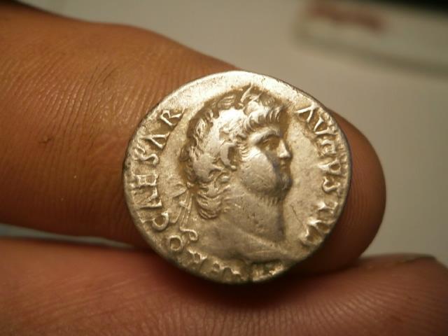 Denario de Nerón. ROMA sedente, ceca de Roma. Pb030018