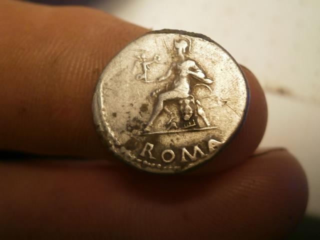 Denario de Nerón. ROMA sedente, ceca de Roma. Pb030019