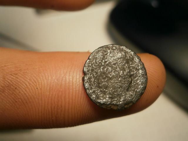AE4 Romana bajo Imperial. GLORIA EXERCITVS Pb090011