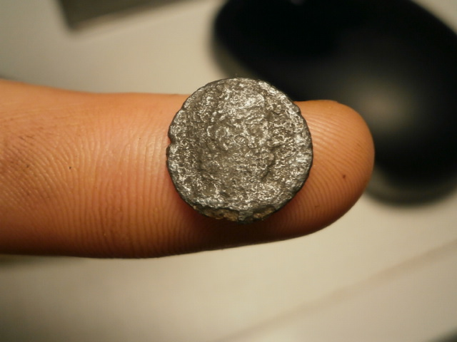 AE4 Romana bajo Imperial. GLORIA EXERCITVS Pb090014