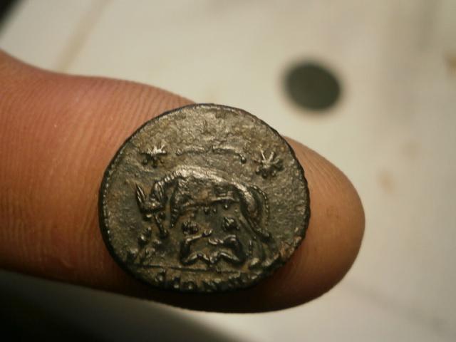 AE3 Conmemorativo de la fundación de Roma (VRBS ROMA). Arlés Pc170010