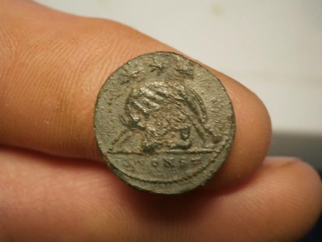 AE3 Conmemorativo de la fundación de Roma (VRBS ROMA). Arlés Pc170023