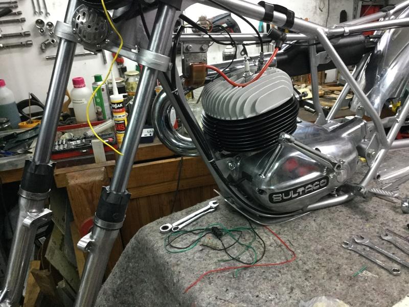 Bultaco Lobito MK 6, 175 cc by Eladius - Página 2 3a350b10