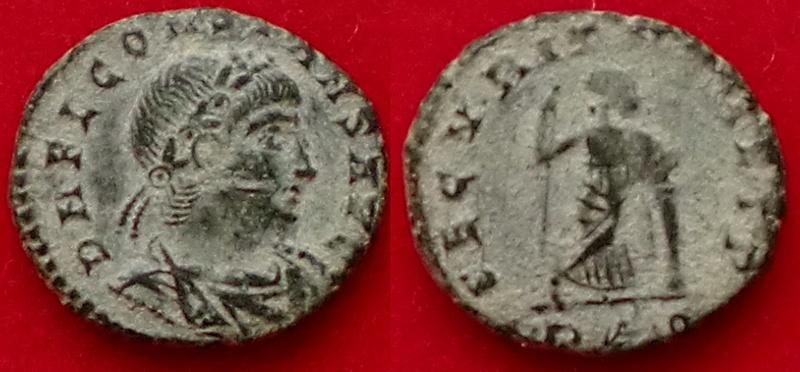 AE4 de Constante I. SECVRITAS REIP.  Securitas estante de frente. Roma. Cimg6313