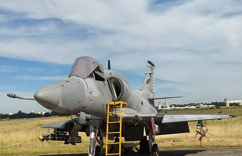 Fotos de la Fuerza Aérea Argentina - Página 3 A4arpa10