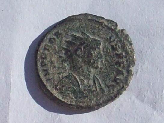 Aureliano de Probo. FIDES MILITVM. Fides estante a izq. con dos enseñas. Roma. 102_4156