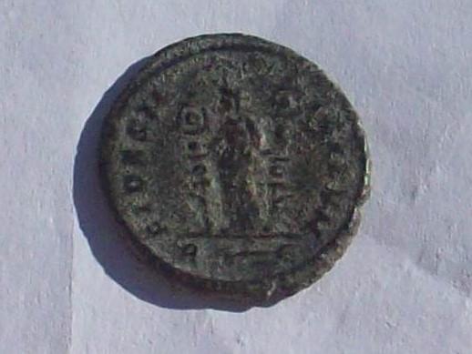 Aureliano de Probo. FIDES MILITVM. Fides estante a izq. con dos enseñas. Roma. 102_4157