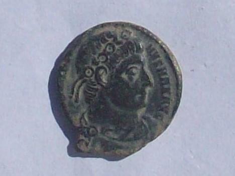 AE3 de Constantino I (el Grande). GLORIA EXERCITVS. Roma 102_4158