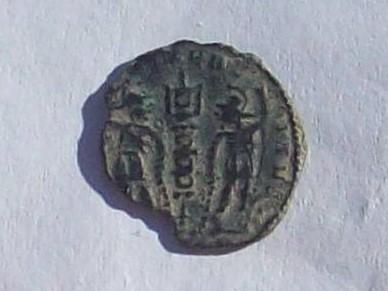 AE4 de Constante o Constancio II. GLORIA EXERCITVS 102_4213
