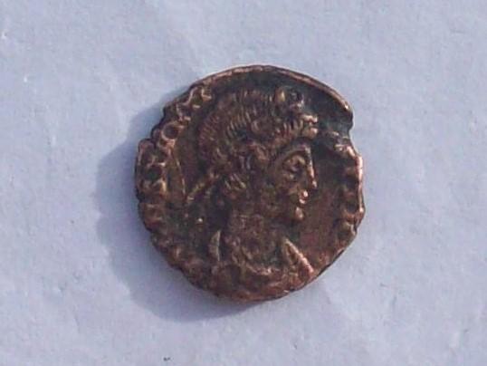 AE4 de Constancio II. VICTORIAE DD AVG Q NN. Arlés 102_4220