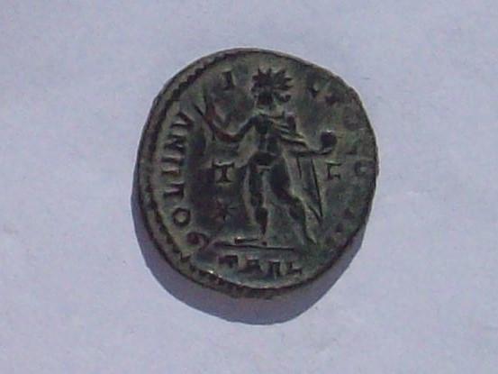 Nummus de Constantino I. SOLI INVICTO COMITI. Sol a izq. Arlés 102_4249