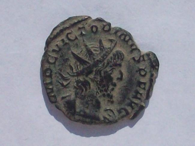 Antoniniano de Victorino. PIETAS AVG. Piedad a izq. Colonia 102_4282