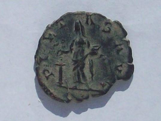 Antoniniano de Victorino. PIETAS AVG. Piedad a izq. Colonia 102_4283