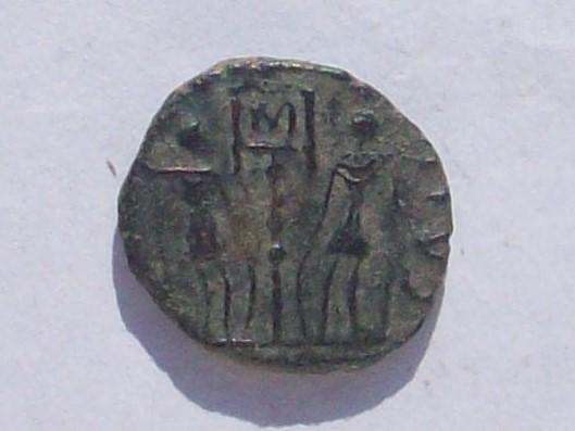 AE4 de Constante. GLORIA EXERCITVS. Trier 102_4291