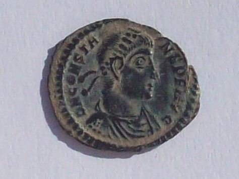 AE3 de Constante I. FEL TEMP - REPARATIO. Emperador estante a izq. sobre galera. Siscia. 102_4320