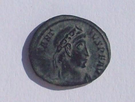 AE4 de Constancio II. VICTORIA DD AVGG Q NN. Aquilea 102_4347