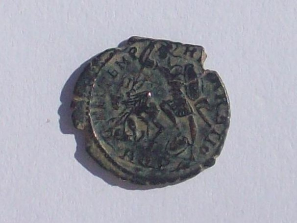 AE3 de Constancio II. FEL TEMP - REPARATIO. Soldado romano alanceando a jinete caído. Aquileia. 102_4358