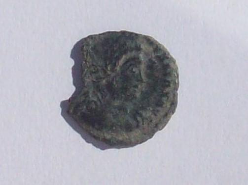 AE4 de Constantino II - GLORIA EXERCITVS - 2 soldados y 1 estandarte 102_4373