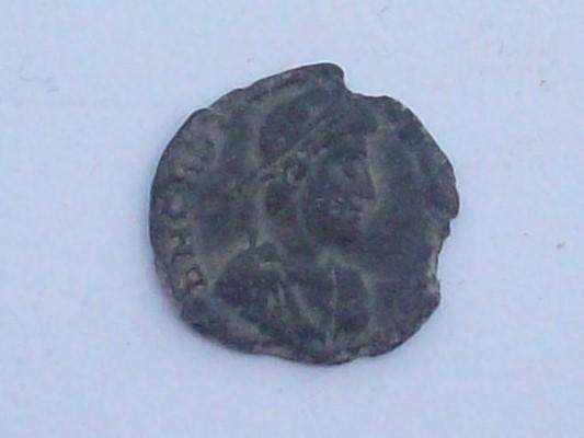 AE3 de Graciano. GLORIA ROMANORVM. Lyon 102_4439