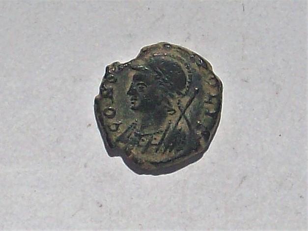 AE4 conmemorativa de Constantinopolis. Victoria estante a izq. sobre proa. Roma. 102_4455