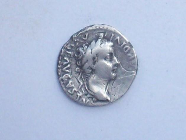 Denario de Tiberio. PONTIF MAXIM. Lyon 102_4512