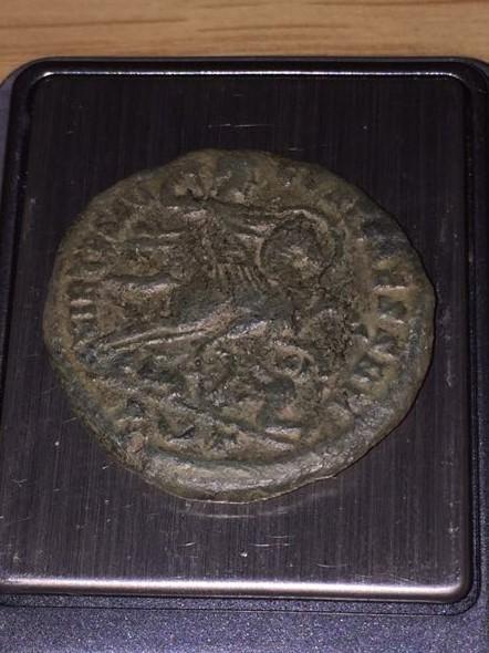 AE3 de Constantino I Magno. VIRTVS AVGG ET CAESS NN. Príncipe, con escudo y al galope a dcha. Ceca Roma? o Ticinum?. Img-2013
