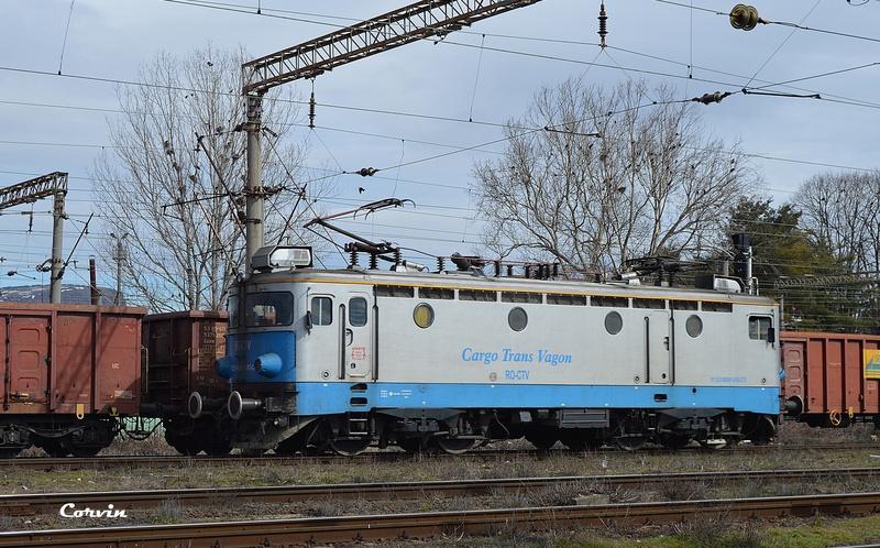 Locomotive clasa 46 - Pagina 57 Dsc_0370