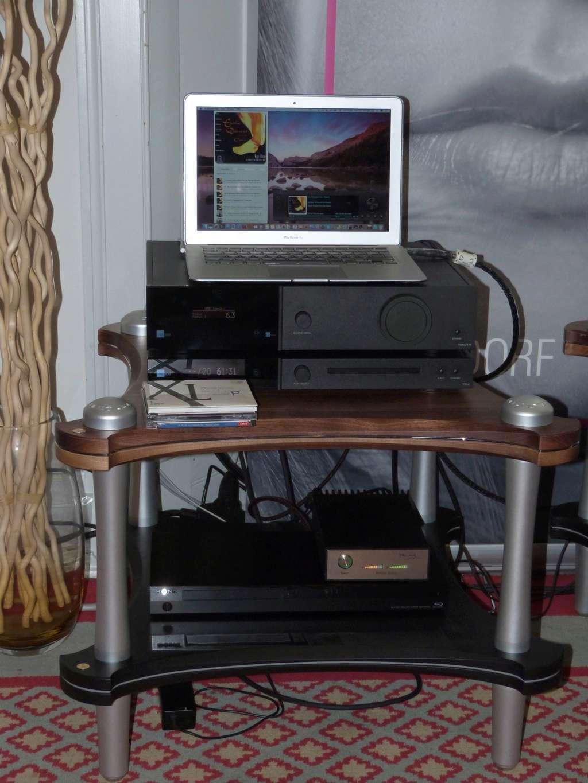 Busco Monitores pequeños, de profundidad maxima 180-200mm de buena calidad, hifi o monitores estudio ? P1070329