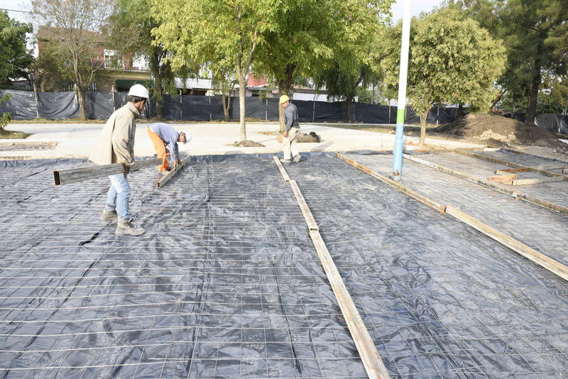 Malvinas Argentinas: Nardini visitó la obra de plaza Los Ángeles. _car4810