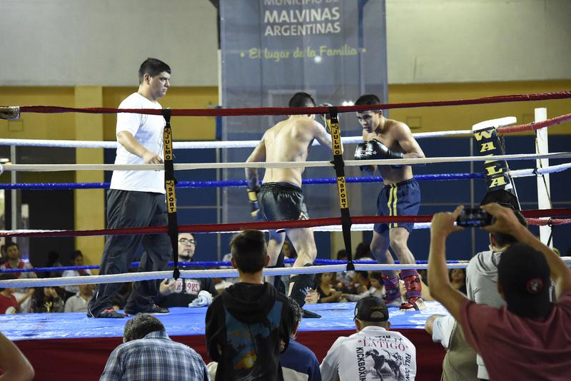 bourg - Malvinas Argentinas: Kick boxing en el polideportivo Grand Bourg. _dsc6310