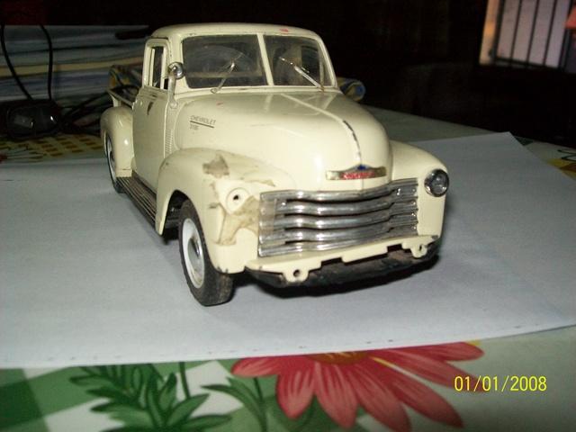 Reconstrucción y modificación de pickup Chevrolet 1953 Welly 1/24   100_4911