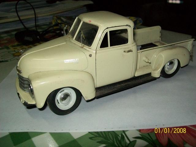 Reconstrucción y modificación de pickup Chevrolet 1953 Welly 1/24   100_4912