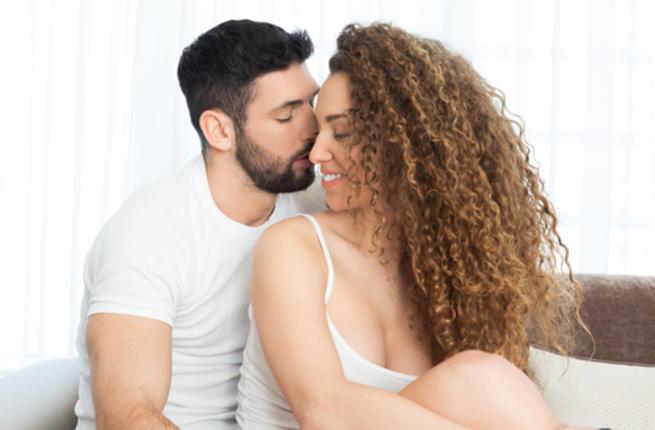 عزيزي الزوج هل تعرف أهمية العطور في العلاقة الحميمة Couple20