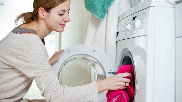 طريقة تنظيف الملابس التي تغير لونها بسبب الغسيل Header35