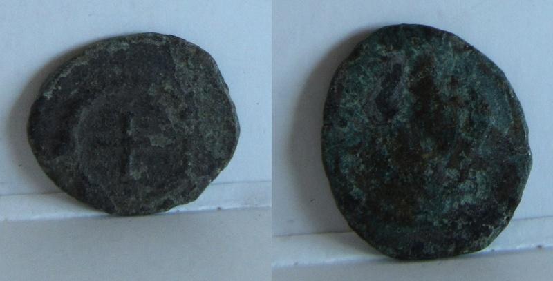 AE4 de Teodosio II (?). Cruz dentro de corona 11_mm_10