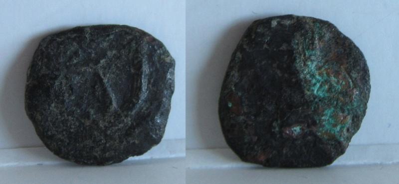 AE4 de Todosio II (?). Cruz dentro de corona 12_gr_10