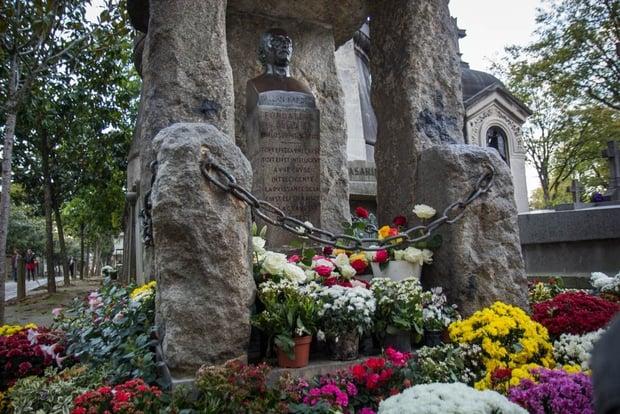 Таинственная сила могилы Аллана Кардека 10