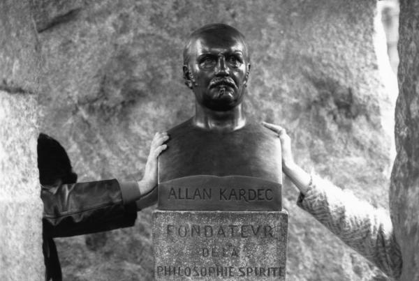 Таинственная сила могилы Аллана Кардека E10