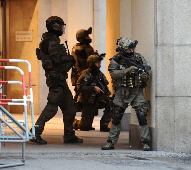 OPERACIÓN LONDRES. PARTIDA ABIERTA. 03-12-17 Police10