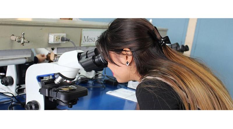 Donacion de microscopios fortalece investigacion en UNAH Micros10