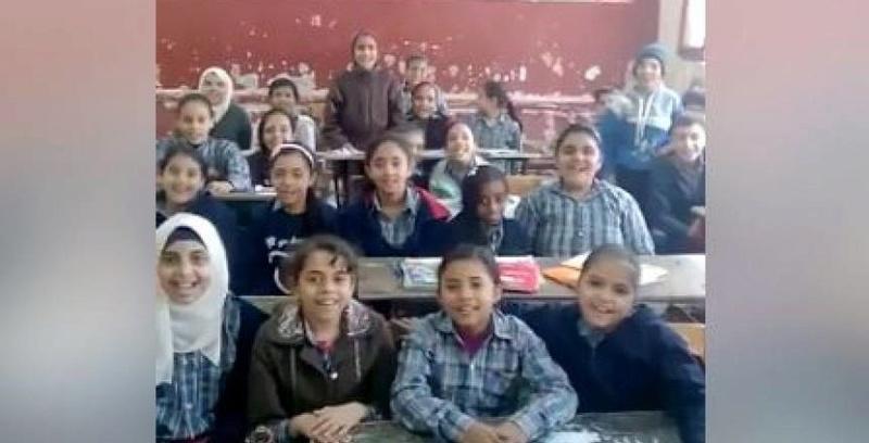 غضب زملكاوى بعد قيام معلم بترديد أغنية داخل الفصل و إجبار التلاميذ على ترديدها تسخر من هزيمة الزمالك أمام الإتحاد 90325310