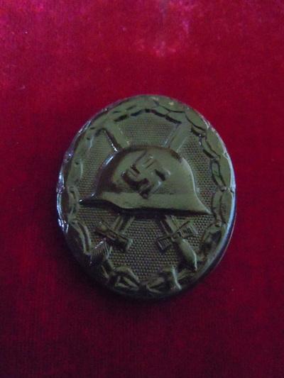 Badge de blessé noir allemand et argent. Badge10